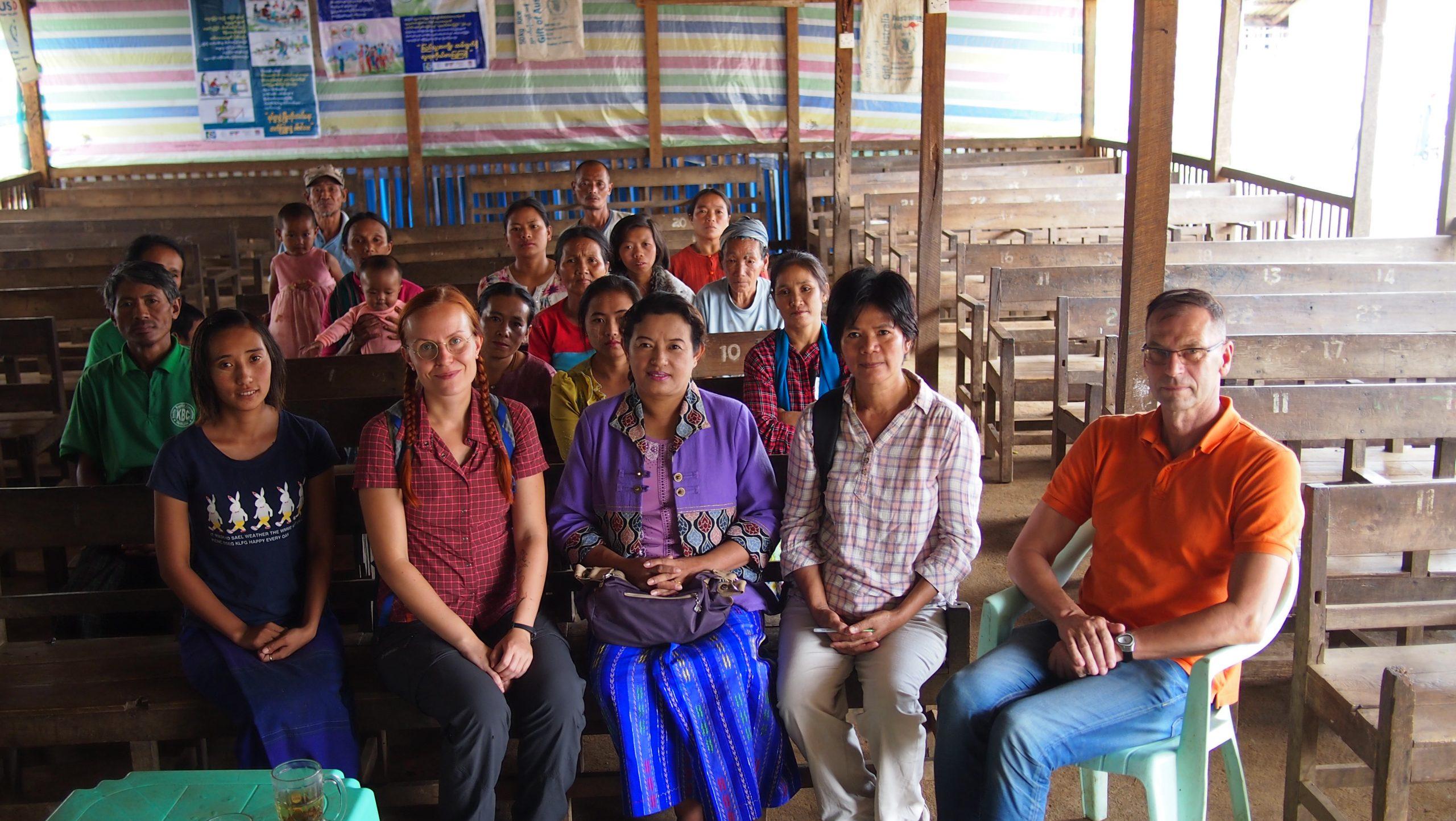 Opettajat ilman rajoja -vapaaehtoiset Jemina Viitala ja Ole Sandbacka Myanmarissa